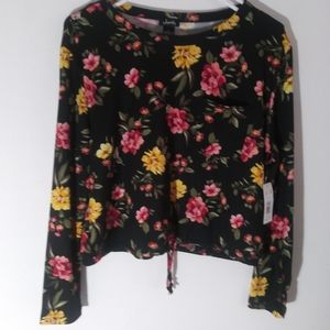 Justify flower crop top size M NWT